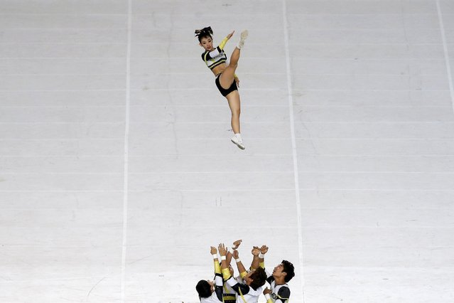 Cheerleaders perform during the opening ceremony of the 17th Asian Games in Incheon September 19, 2014. (Photo by Kim Kyung-Hoon/Reuters)