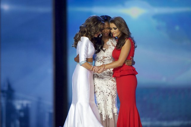 Miss Georgia Betty Cantrell (L) huddles with Miss South Carolina Daja Dial and Miss Tennessee Hannah Robison before being crowned Miss America 2016 at Boardwalk Hall in Atlantic City, New Jersey, September 13, 2015. (Photo by Mark Makela/Reuters)