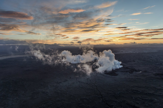 Steam and smoke rise over a 1-km-long fissure in a lava field north of the Vatnajokull glacier, which covers part of Bardarbunga volcano system, August 29, 2014. (Photo by Marco Nescher/Reuters)