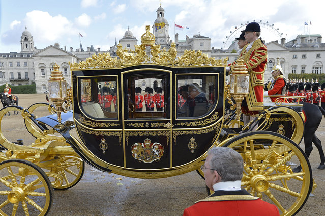The President of Singapore Tony Tan leaves in a carriage with Britain's Queen Elizabeth after attending a ceremonial welcome at Horse Guards Parade in London October 21, 2014. The President and his wife will be guests of Queen Elizabeth during the first state visit of a Singapore President to Britain. (Photo by Toby Melville/Reuters)