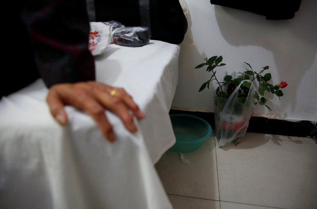 A rose plant is seen in a room at the accommodation where some patients and their family members stay while seeking medical treatments in Beijing, China, October 23, 2015. (Photo by Kim Kyung-Hoon/Reuters)