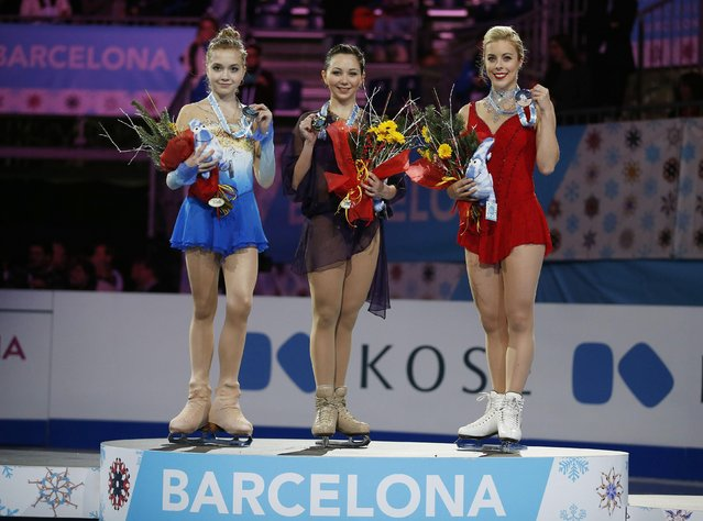 Gold medallist Elizaveta Tuktamysheva (C) of Russia, silver medallist Elena Radionova (L) of Russia and bronze medallist Ashley Wagner (R) of the U.S., pose with their medals during an award ceremony after the Ice Ladies free skating at the ISU Grand Prix of Figure Skating final in Barcelona, December 13, 2014. (Photo by Gustau Nacarino/Reuters)