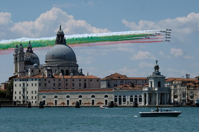 """The aerobatic demonstration team of the Italian Air Force, the Frecce Tricolori (""""Tricolor Arrows""""), fly over the Basilica of Saint Mary of Health as they perform as part of a nationwide tour to show unity and solidarity following the outbreak of the coronavirus disease (COVID-19), in Venice, Italy, May 29, 2020. (Photo by Manuel Silvestri/Reuters)"""