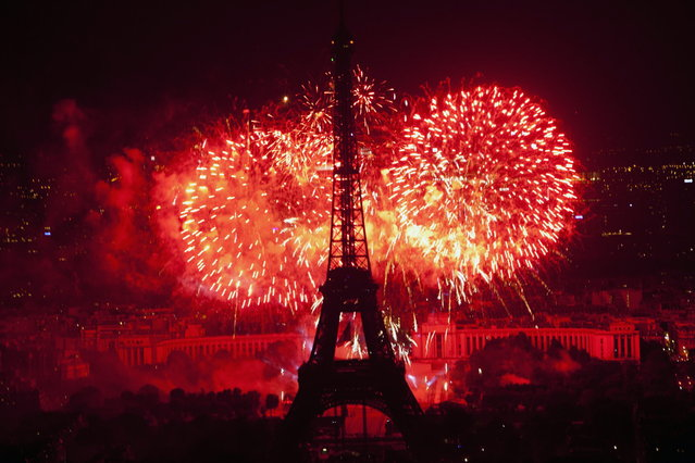 Fireworks illuminate the Eiffel Tower in Paris during Bastille Day celebrations late Sunday, July 14, 2013. (Photo by Thibault Camus/AP Photo)