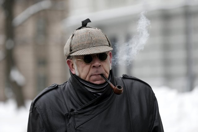 A man dresses up as a one of Scottish writer Arthur Conan Doyle's  most famous fictional character, detective Sherlock Holmes, as he celebrates his birthday in Riga, Latvia, January 9, 2016. From 1979 to 1986, a Soviet TV film adaptation of the . (Photo by Ints Kalnins/Reuters)