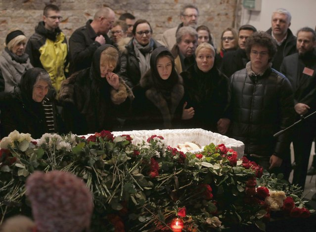 Mourners, including Dina Eidman (L), mother of Russian leading opposition figure Boris Nemtsov, and relatives and acquaintances, surround a coffin as they attend a memorial service before the funeral of Nemtsov in Moscow, March 3, 2015. Several hundred Russians, many carrying red carnations, queued on Tuesday to pay their respects to Boris Nemtsov, the Kremlin critic whose murder last week showed the hazards of speaking out against Russian President Vladimir Putin. REUTERS/Maxim Zmeyev