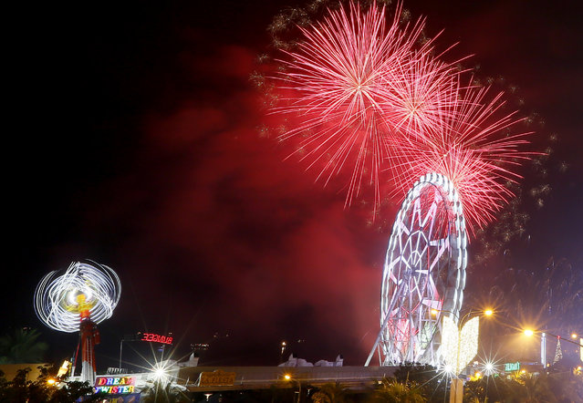 Fireworks light up the sky to welcome the New Year at the Mall of Asia, the country's largest shopping mall Sunday, January 1, 2017 in suburban Pasay city south of Manila, Philippines. The country's notorious tradition of dangerous New Year's Eve celebrations persisted after President Rodrigo Détente delayed to next year his ban on the use of powerful firecrackers, often worsened by celebratory gunfire. (Photo by Bullit Marquez/AP Photo)