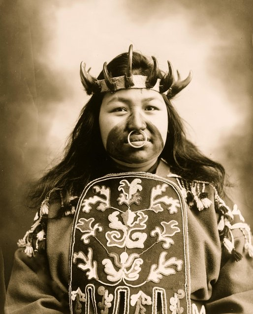 Kaw-Claa, a Tlingit native woman in full potlatch dancing costume, 1906. (Photo by Case & Draper/Buyenlarge/Getty Images)
