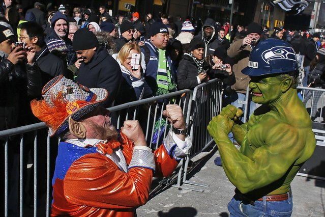 A fan of Seattle Seahawks (R) jokes with a fan of Denver Broncos at the Super Bowl Boulevard fan zone ahead of Super Bowl XLVIII in New York January 30, 2014. (Photo by Eduardo Munoz/Reuters)