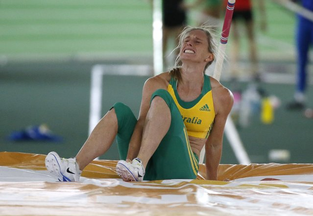 Alana Boyd of Australia reacts after being injured during warm ups for the women's pole vault event at the IAAF World Indoor Athletics Championships in Portland, Oregon, United States, March 17, 2016. (Photo by Lucy Nicholson/Reuters)