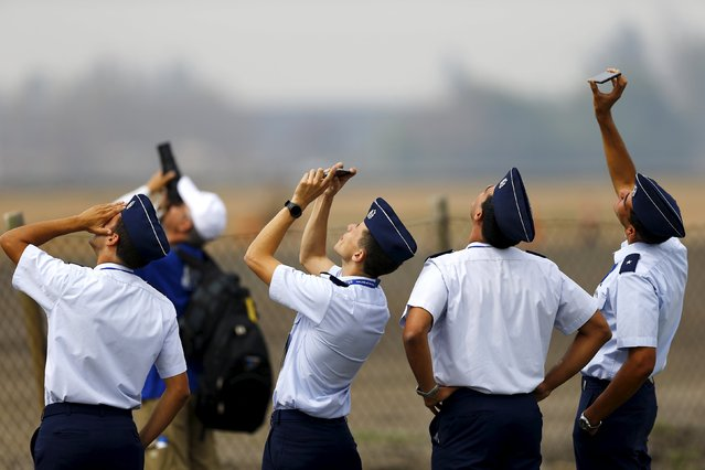 Members of Chile's Air Force take a break ahead of the International Air and Space Fair (FIDAE) at Santiago international airport, March 28, 2016. (Photo by Ivan Alvarado/Reuters)
