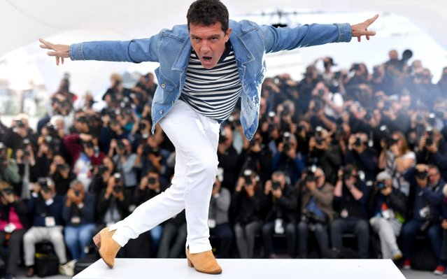 "Antonio Banderas attends the photocall for ""Pain And Glory (Dolor Y Gloria/Douleur Et Glorie)"" during the 72nd annual Cannes Film Festival on May 18, 2019 in Cannes, France. (Photo by Pascal Le Segretain/Getty Images)"