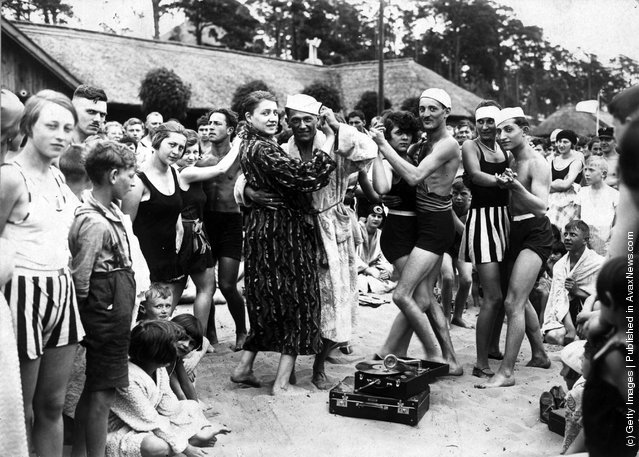 Berliners at the Wansee resort during a heatwave enjoying a dance on the beach, 1925