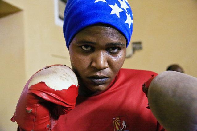 Sahar Mohamed Al Dooma, 26, practises boxing at Al Rabie club in Omdurman May 10, 2016. (Photo by Mohamed Nureldin Abdallah/Reuters)
