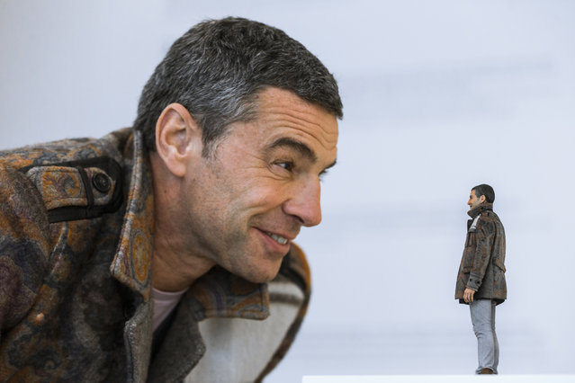 Customer Andreas Kroker looks at a 3D-printed figure of himself at the Twinkind 3D printing studio in Berlin, December 13, 2013. (Photo by Thomas Peter/Reuters)