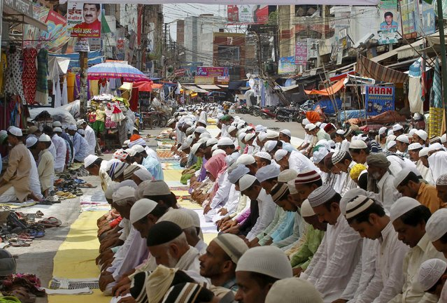 Muslims offer prayers during Jumat-ul-Vida or the last Friday of the holy fasting month of Ramadan in Allahabad, India, July 1, 2016. (Photo by Jitendra Prakash/Reuters)