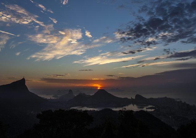 The sun rises as seen from Rio de Janeiro, Brazil, September 8, 2014. (Photo by Antonio Lacerda/EPA)