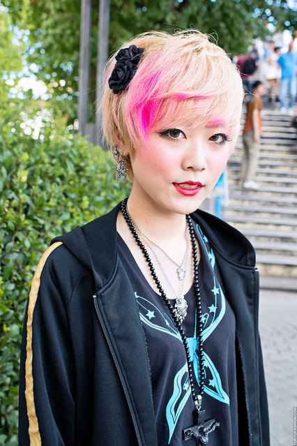 "Pink-Blonde Hair in Harajuku. A girl w/ cute hair color on her way to the An Cafe ""Summer Dive"" concert in Harajuku. (Tokyo Fashion)"