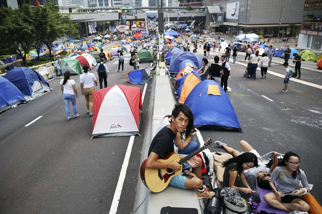 Pro-democracy protesters sing in the part of Hong Kong's financial central district they are occupying November 2, 2014. (Photo by Damir Sagolj/Reuters)