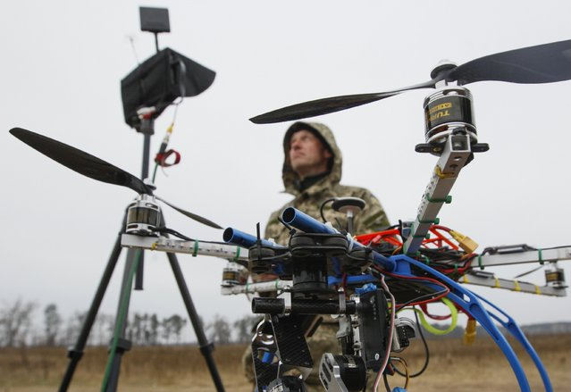 A Ukrainian serviceman operates a drone during a training session outside Kiev, November 6, 2014. Ukrainian volunteers organized an Unmanned Aerial Vehicle (UAV) operating course for servicemen serving in the military intelligence branch on the frontlines, according to organizers. (Photo by Valentyn Ogirenko/Reuters)