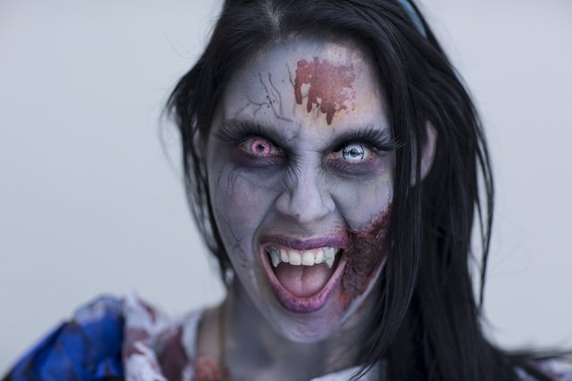 Ally Kara attends New York Comic Con dressed as a Zombie Alice from Alice in Wonderland in Manhattan, New York, October 8, 2015. (Photo by Andrew Kelly/Reuters)