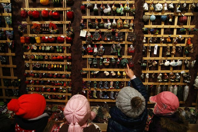 Children from Warsaw kindergarten point glass decorations as they visit the Silverado manufacture of hand-blown Christmas ornaments in the town of Jozefow outside Warsaw December 2, 2014. (Photo by Kacper Pempel/Reuters)