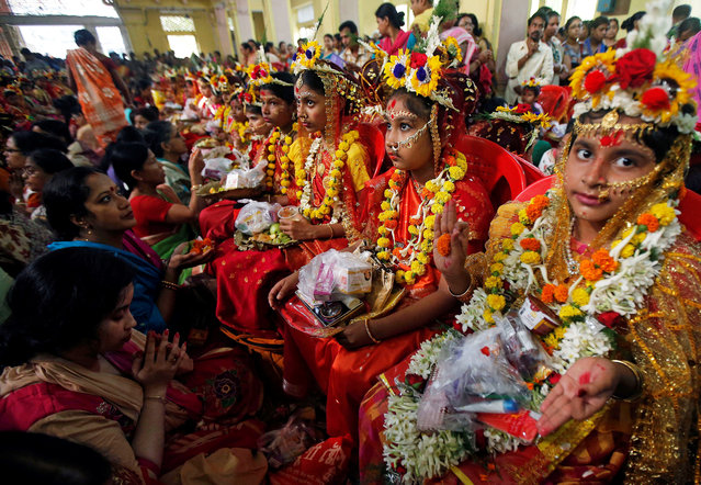 Hindu devotees worship young girls dressed as Kumari during rituals to celebrate the Navratri Festival, inside the Adyapeath Temple, on the outskirts of Kolkata, March 25, 2018. (Photo by Rupak De Chowdhuri/Reuters)
