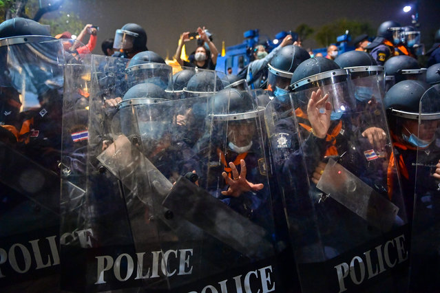 Riot police hold onto their shields as pro-democracy protesters take part in an anti-government demonstration in Bangkok on November 8, 2020. (Photo by Lillian Suwanrumpha/AFP Photo)