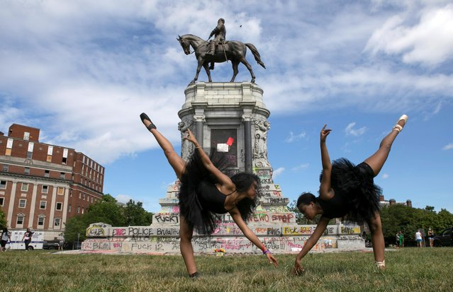 Ballerinas Kennedy George, 14, and Ava Holloway, 14, pose in front of a monument of Confederate general Robert E. Lee after Virginia Governor Ralph Northam ordered its removal after widespread civil unrest following the death in Minneapolis police custody of George Floyd, in Richmond, Virginia, U.S. June 5, 2020. (Photo by Julia Rendleman/Reuters)