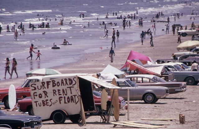 Galveston's West Beach on the Gulf Of Mexico draws huge crowds, July 1972. (Photo by Blair Pittman/NARA via The Atlantic)