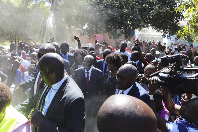 Former Zimbabwean Leader President Robert Mugabe, centre, is seen upon arrival to cast his vote at a polling station in Harare, Zimbabwe, Monday, July 30, 2018.  Zimbabweans are voting in their first election without Robert Mugabe on the ballot, and with some 5.5 million people registered to vote. (Photo by Tsvangirayi Mukwazhi/AP Photo)