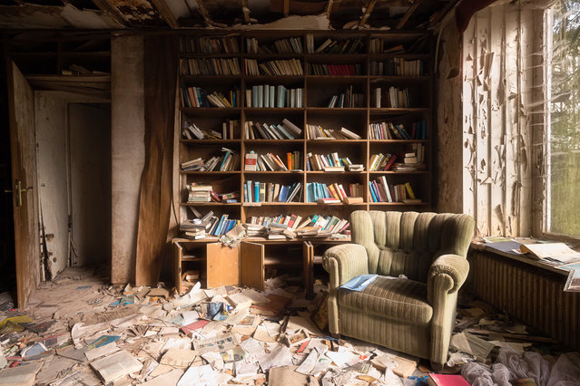 Books litter this huge house in Germany. (Photo by Roman Robroek/South West News Service)