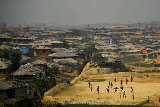 Rohingya refugees play football at Kutupalong refugee camp in Cox's Bazaar, Bangladesh, March 27, 2018. (Photo by Clodagh Kilcoyne/Reuters)