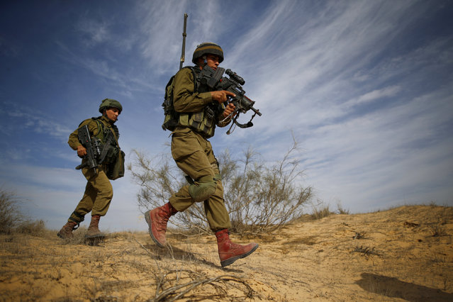 Yussef Saluta (R), 20, an Israeli Arab soldier from the Desert Reconnaissance battalion takes part in a drill near Kissufim in southern Israel November 29, 2016. (Photo by Amir Cohen/Reuters)