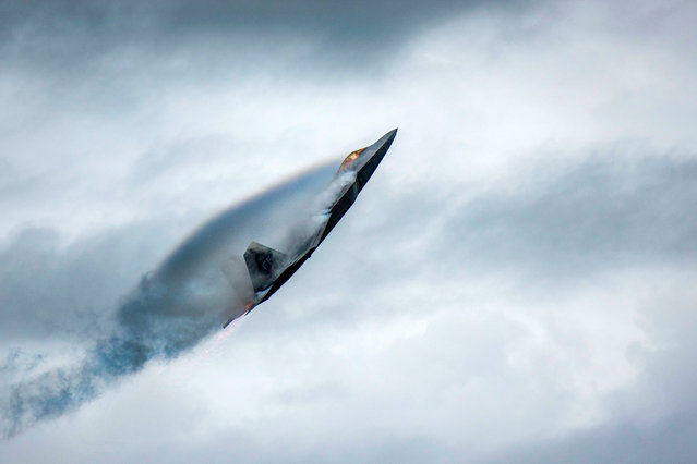 """U.S. Air Force Major Paul """"Loco"""" Lopez performs in an F-22 Raptor during the AirPower Over Hampton Roads JBLE Air and Space Expo at Joint Base Langley-Eustis, Virginia, U.S. May 18, 2018. Picture taken May 18, 2018. (Photo by Staff Sgt. Areca T. Bell/Reuters/U.S. Air Force)"""