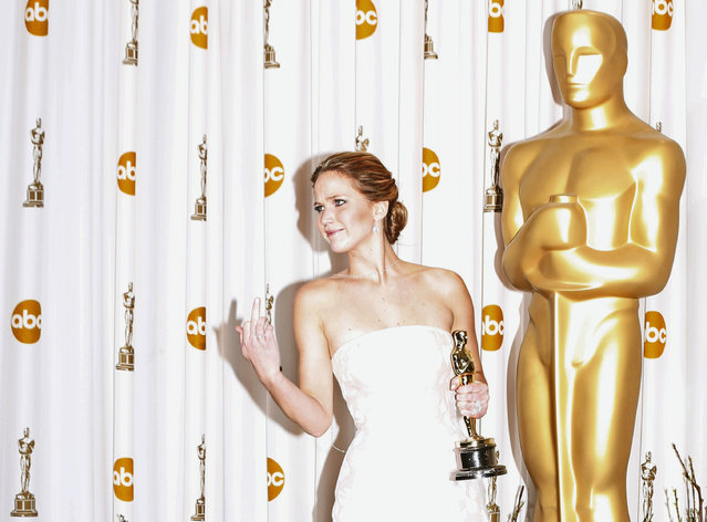 "Jennifer Lawrence reacts as she poses backstage with her Oscar after winning the best actress award for her role in ""Silver Linings Playbook"" at the 85th Academy Awards in Hollywood, California, February 24, 2013. (Photo by Mike Blake/Reuters)"