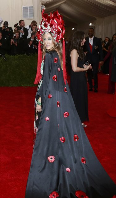 "U.S. actress Sarah Jessica Parker arrives for the Metropolitan Museum of Art Costume Institute Gala 2015 celebrating the opening of ""China: Through the Looking Glass"" in Manhattan, New York May 4, 2015. (Photo by Andrew Kelly/Reuters)"