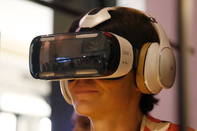 An attendee tries an Oculus-powered Samsung Gear VR headset during the French telecom Orange annual company's innovations show in Paris October 2, 2014. (Photo by Charles Platiau/Reuters)