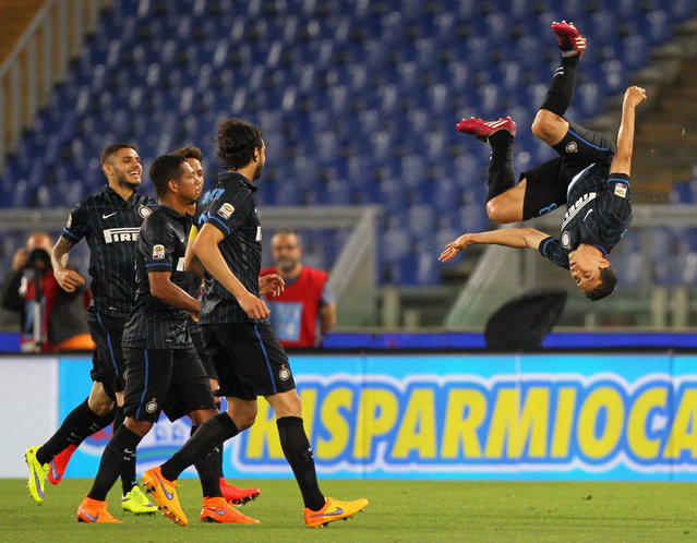 Anderson Hernanes (R) of FC Internazionale Milano celebrates after scoring the team's first goal during the Serie A match between SS Lazio and FC Internazionale Milano at Stadio Olimpico on May 10, 2015 in Rome, Italy. (Photo by Paolo Bruno/Getty Images)