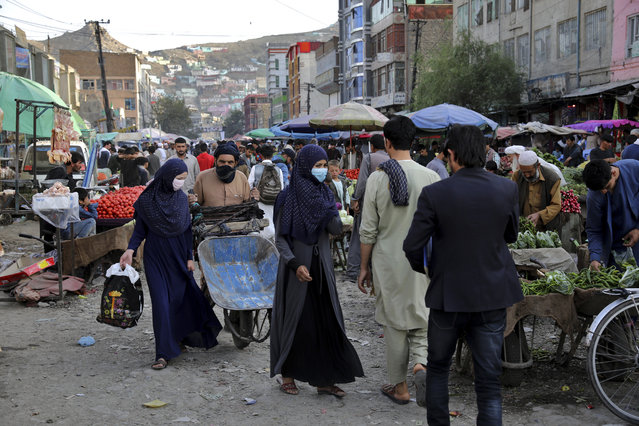 People shop at a market in the old city of Kabul, Afghanistan, Sunday, September 8, 2019. (Photo by Ebrahim Noroozi/AP Photo)