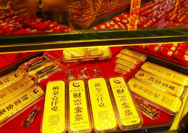 Gold bars are seen at a gold store in Yichang, Hubei province, China, July 28, 2015. Demand for gold slid to its lowest in six years in the second quarter of this year as buyers from top consumer China poured funds into its now troubled equities market, an industry report showed on Tuesday. (Photo by Reuters/Stringer)