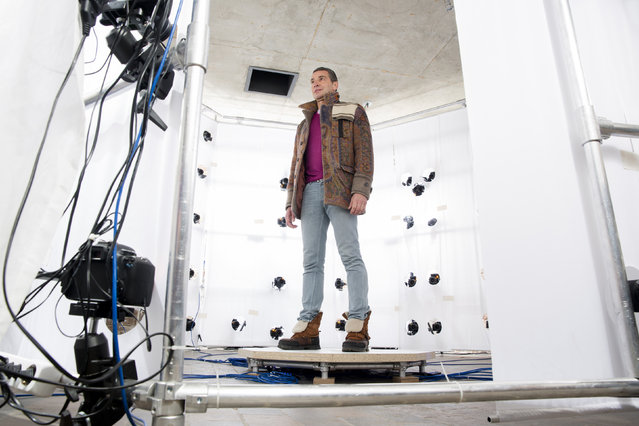 Customer Andreas Kroker has a 360 degree photographic scan taken at the Twinkind 3D printing studio in Berlin, December 13, 2013. (Photo by Thomas Peter/Reuters)