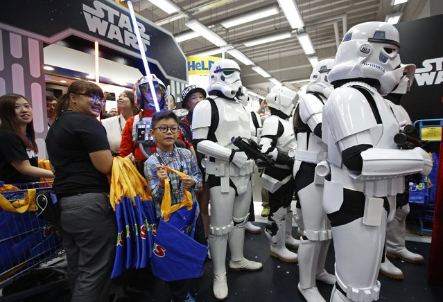 """Star Wars fans shop at a toy store at midnight in Hong Kong, Friday, September 4, 2015 as part of the global event called """"Force Friday"""" to release new Star Wars toys and other merchandise of the new movie """"Star Wars: The Force Awakens"""". (Photo by Kin Cheung/AP Photo)"""
