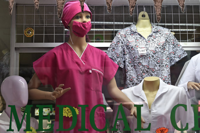 A mannequin displays a protective face mask at a shop of medical supplies in Mexico City on February 28, 2020 as the new coronoavirus, COVID-19, spreads worldwide. Mexico's Health Ministry confirmed the country's first cases of coronavirus on Friday, saying two men who recently returned from Italy tested positive for the virus. (Photo by Rodrigo Arangua/AFP Photo)