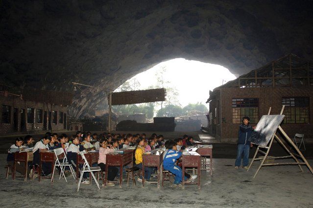 "Children attend class at the Dongzhong (literally means ""in cave"") primary school at a Miao village in Ziyun county, southwest China's Guizhou province in this November 14, 2007, file photo. (Photo by Reuters/China Daily)"