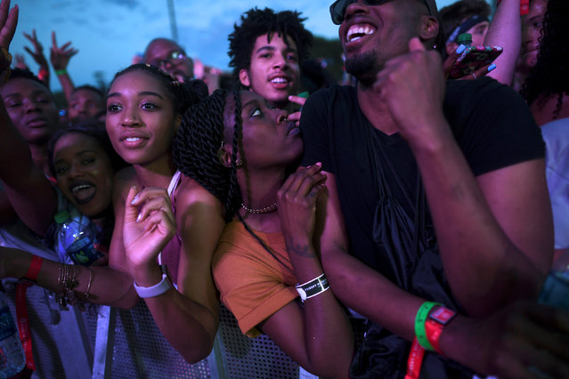 Revelers dance to 2 Chainz during the fifth annual Made in America Music Festival in Philadelphia, Pennsylvania September 3, 2016. (Photo by Mark Makela/Reuters)