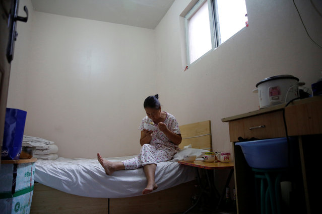 Wang eats breakfast, which her husband Liu cooked, in her room at the accommodation where some patients and their family members stay while seeking medical treatment in Beijing, China, June 23, 2016. (Photo by Kim Kyung-Hoon/Reuters)