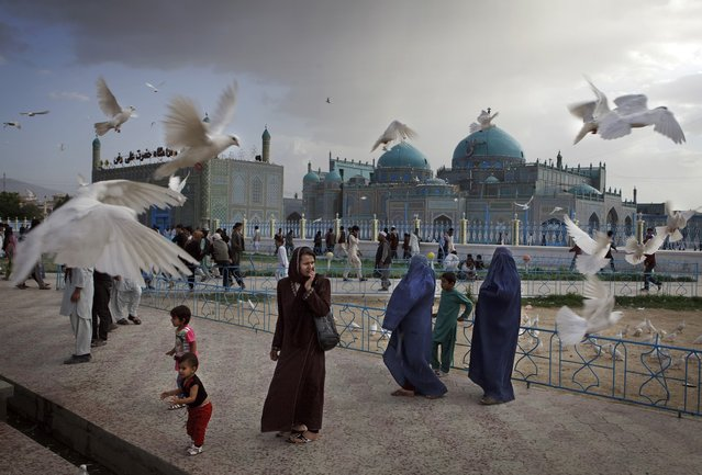 Families visit the shrine of Hazrat Ali, or the Blue Mosque, in Mazar-i-Sharif in Afghanistan on May 11, 2012. The historical mosque attracts thousands of pilgrims each year. (Photo by Kuni Takahashi/2013 Sony World Photography Awards)
