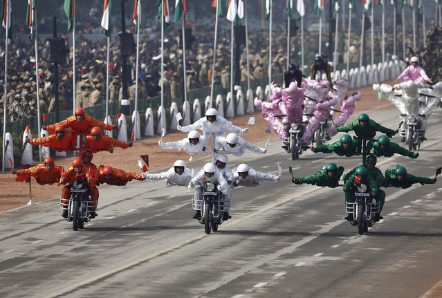 """India's Border Security Force (BSF) """"Daredevils"""" motorcycle riders take part in a full dress rehearsal for the Republic Day parade in New Delhi January 23, 2015. (Photo by Adnan Abidi/Reuters)"""