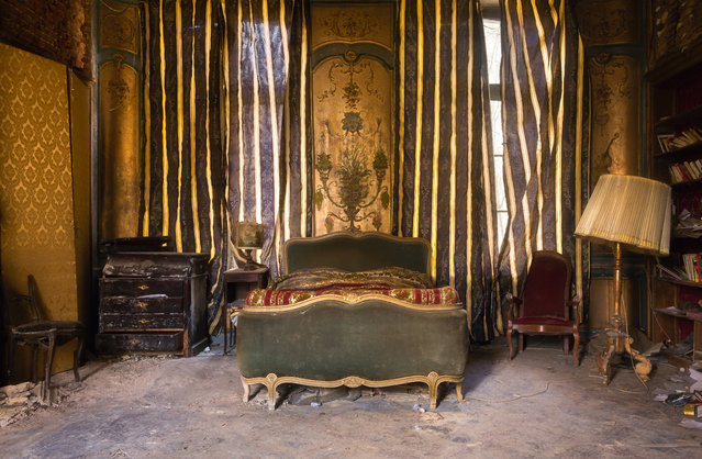 A palatial French bedroom. (Photo by Roman Robroek/South West News Service)